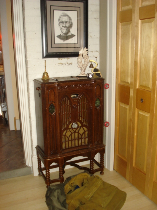 Front entry - the brick wall with the vintage radio.