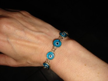 Turkish bracelet featuring eyeballs